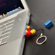 e79e_lego_minifig_usb_flash_drive_inuse