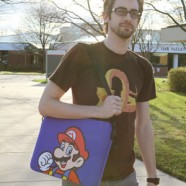 ea2f_mario_laptop_sleeve_wearing